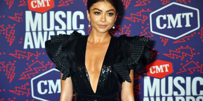 Sarah Hyland Responded to a Troll Criticizing Her Engagement Ring Post in the Best Way Possible