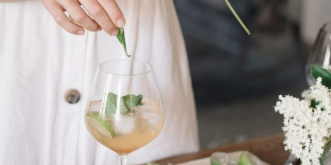 The Best Wine Cocktail Recipes for Your Wedding Bar Menu