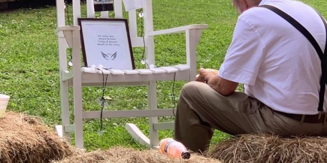 Bride Captures Grandpa Eating at Wedding Next to Memorial of His Late Wife